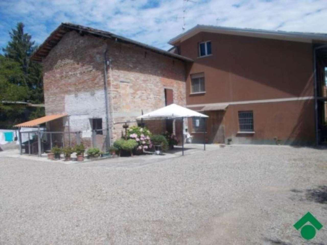Rustico / Casale in vendita a Quattro Castella, 4 locali, prezzo € 200.000 | Cambio Casa.it
