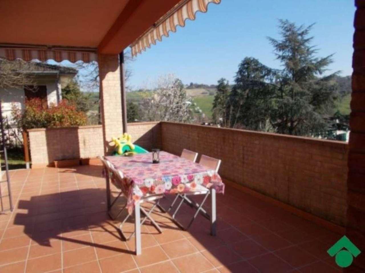 Villa in vendita a Quattro Castella, 5 locali, prezzo € 350.000 | Cambio Casa.it