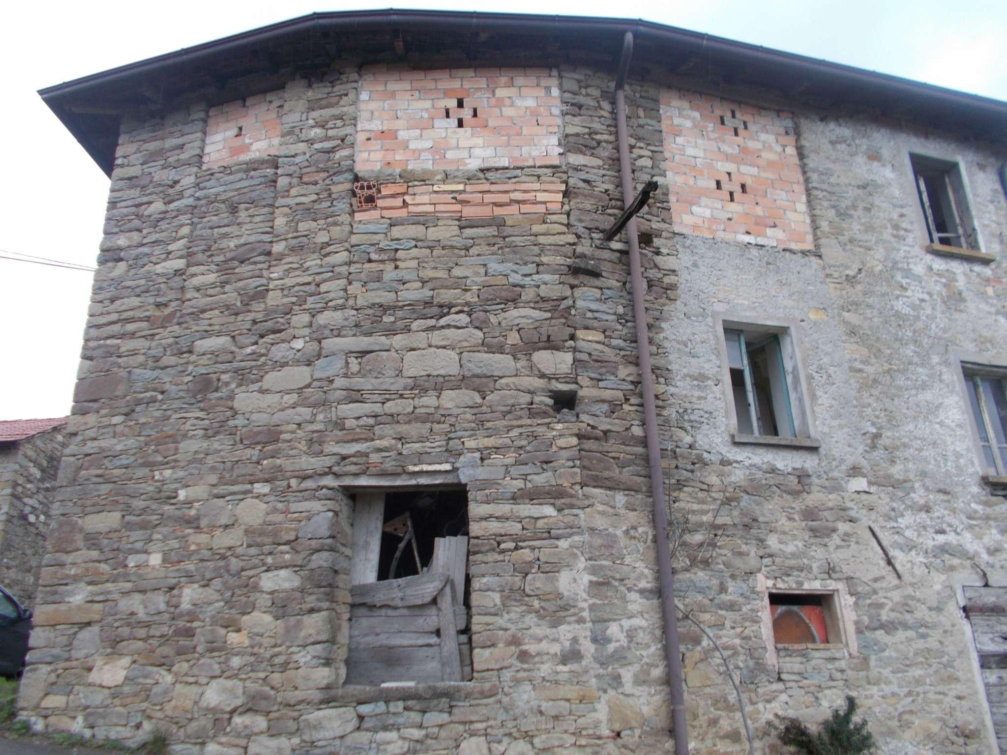 Soluzione Semindipendente in vendita a Carpineti, 4 locali, prezzo € 65.000 | Cambio Casa.it