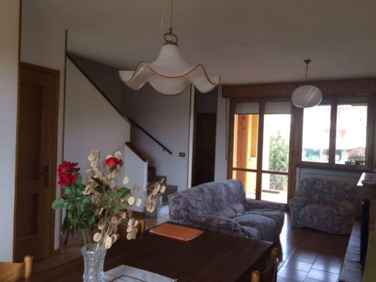 Soluzione Indipendente in vendita a Reggio Emilia, 4 locali, prezzo € 140.000 | Cambio Casa.it