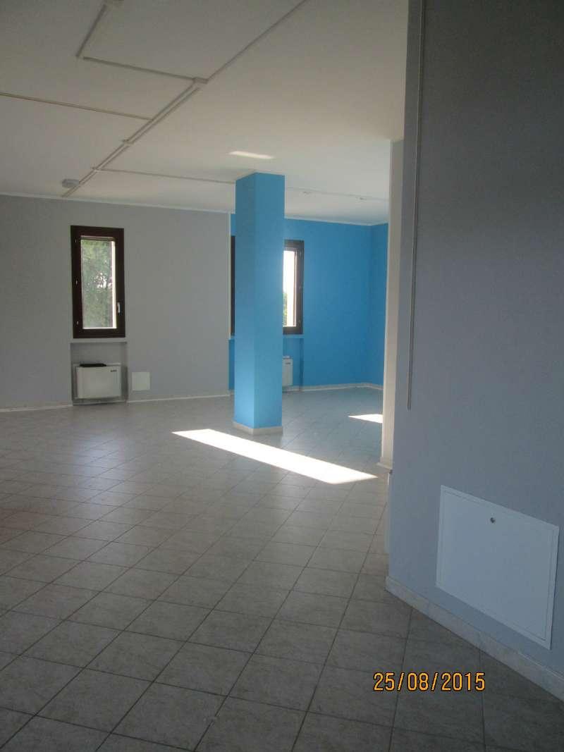Negozio / Locale in vendita a San Polo d'Enza, 2 locali, prezzo € 700 | Cambio Casa.it