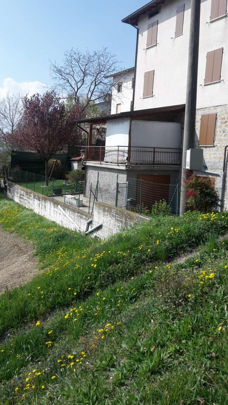 Soluzione Semindipendente in vendita a Carpineti, 5 locali, prezzo € 100.000 | Cambio Casa.it