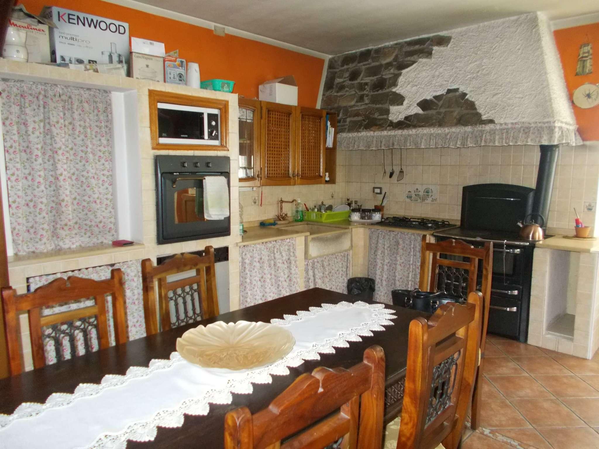 Soluzione Semindipendente in vendita a Carpineti, 5 locali, prezzo € 170.000 | Cambio Casa.it