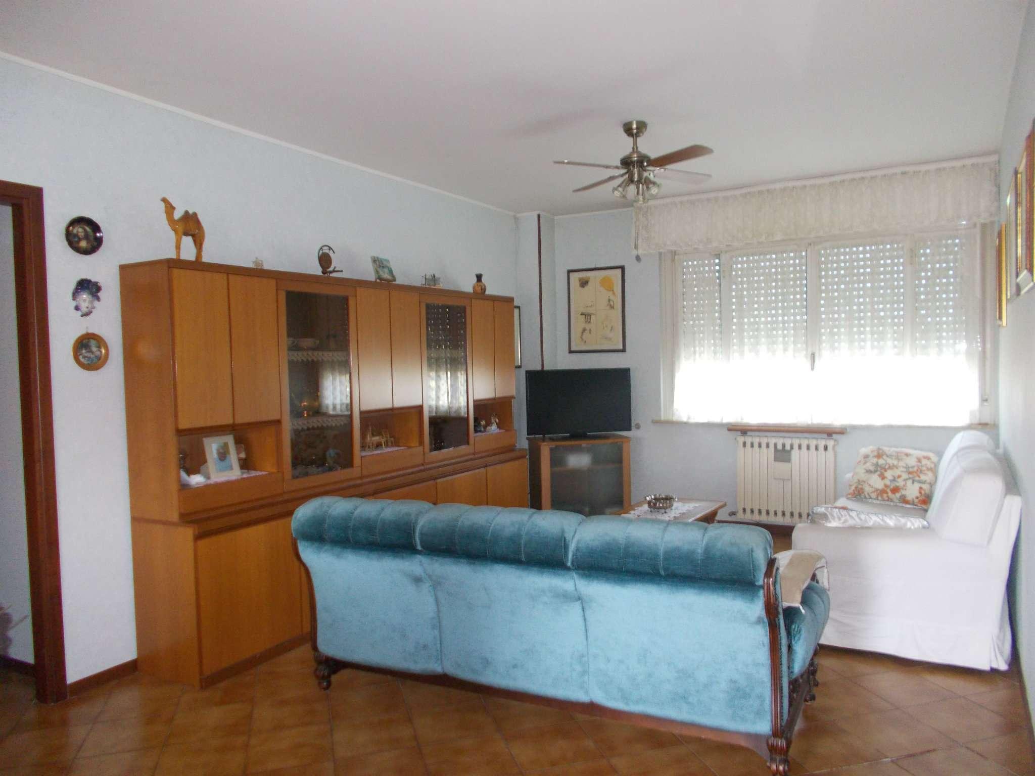 Appartamento in vendita a Quattro Castella, 4 locali, prezzo € 125.000 | Cambio Casa.it