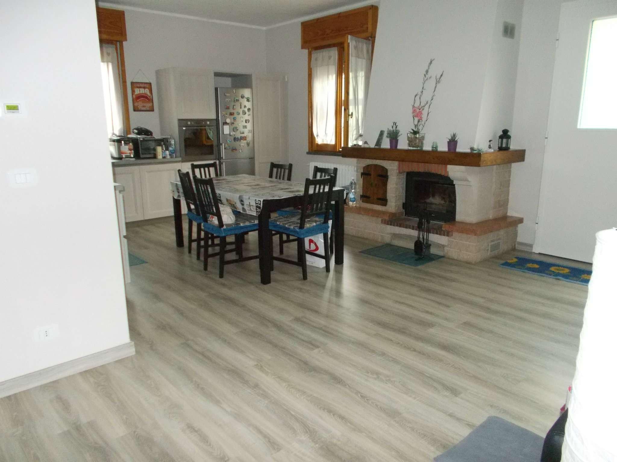 Soluzione Indipendente in vendita a Quattro Castella, 10 locali, prezzo € 750.000 | Cambio Casa.it