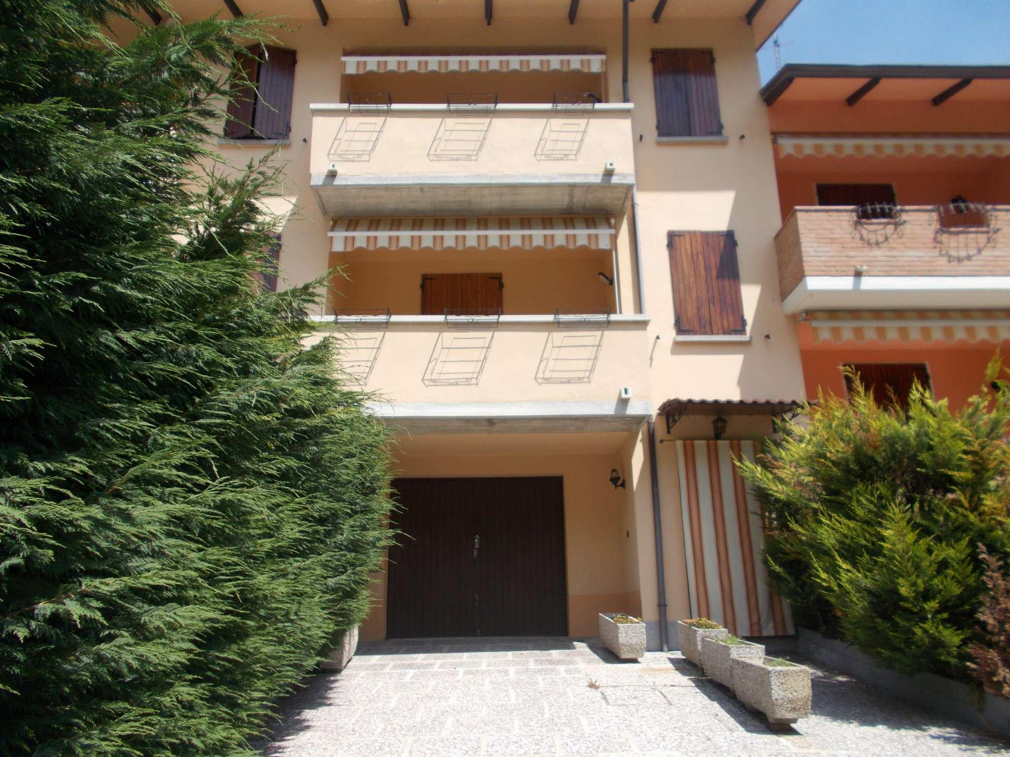 Palazzo / Stabile in Vendita a Casina