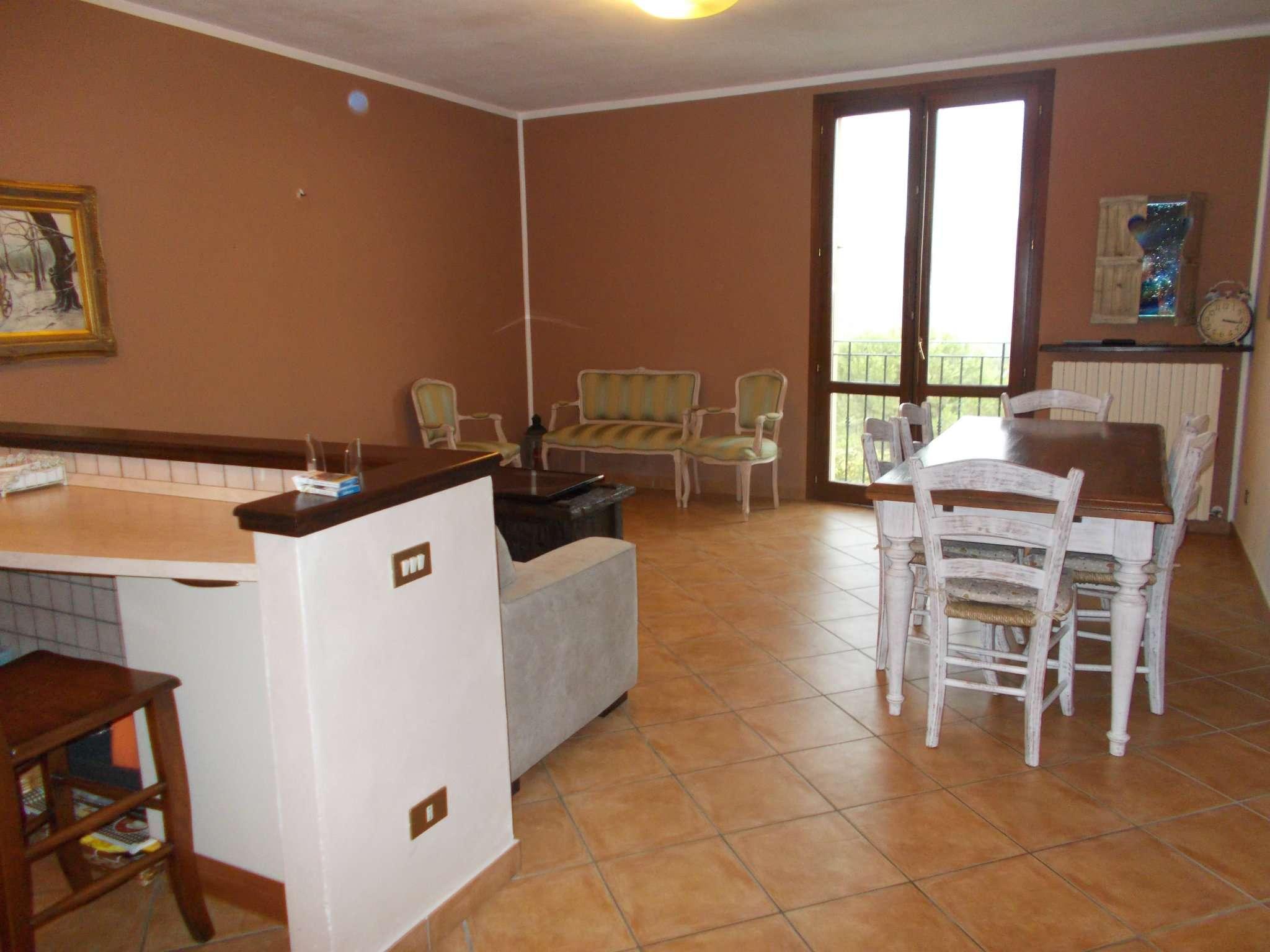 Appartamento in vendita a Vezzano sul Crostolo, 3 locali, prezzo € 125.000 | CambioCasa.it