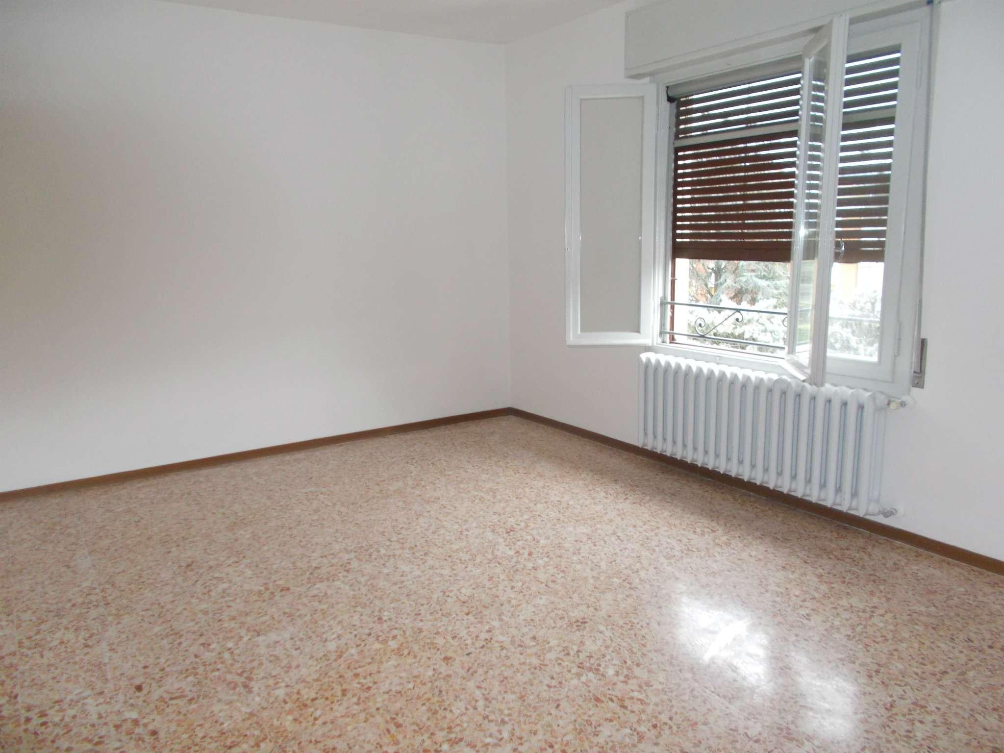 Appartamento in affitto a Quattro Castella, 4 locali, prezzo € 500 | CambioCasa.it