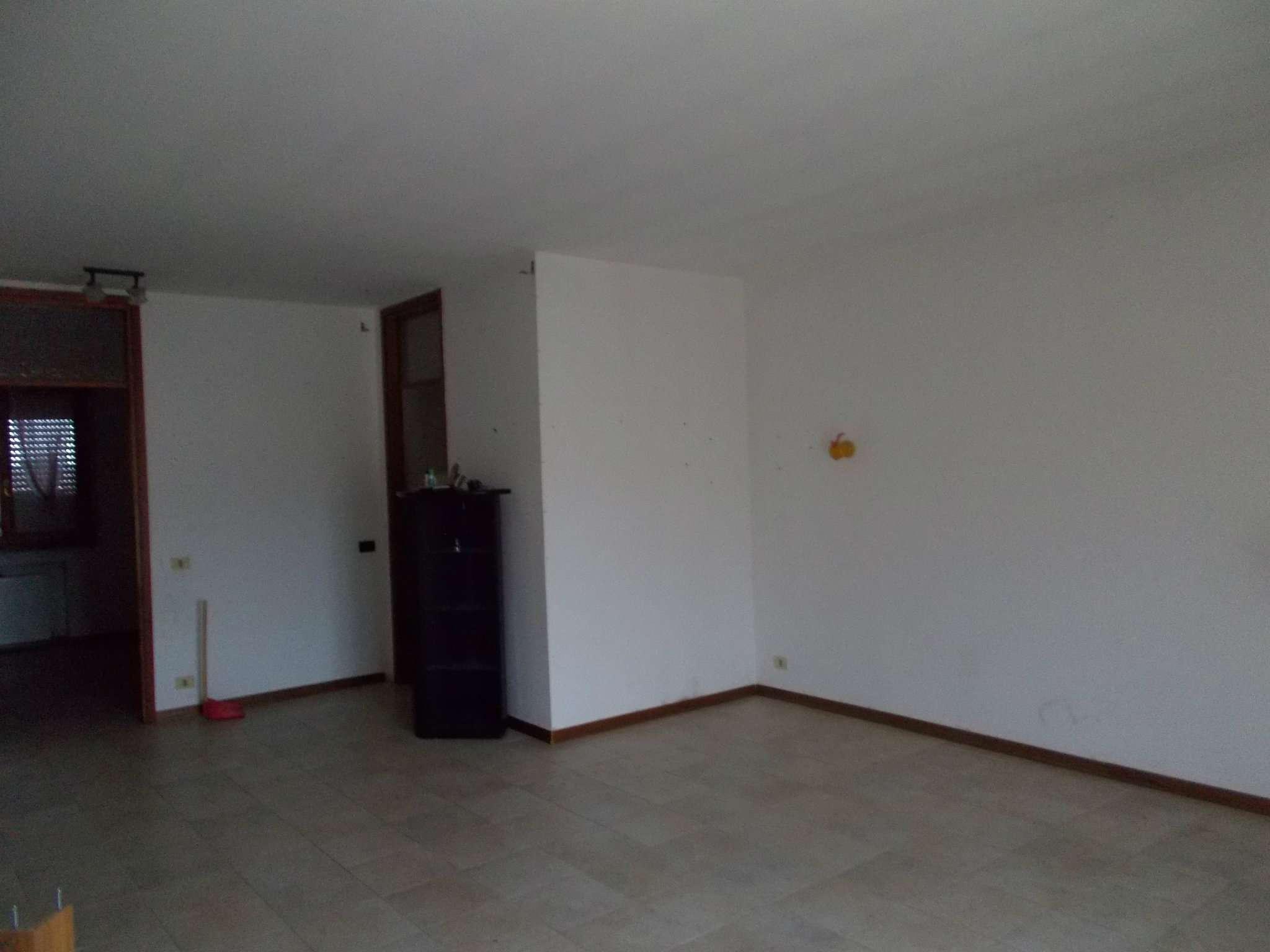 Appartamento in affitto a Quattro Castella, 4 locali, prezzo € 125.000   CambioCasa.it