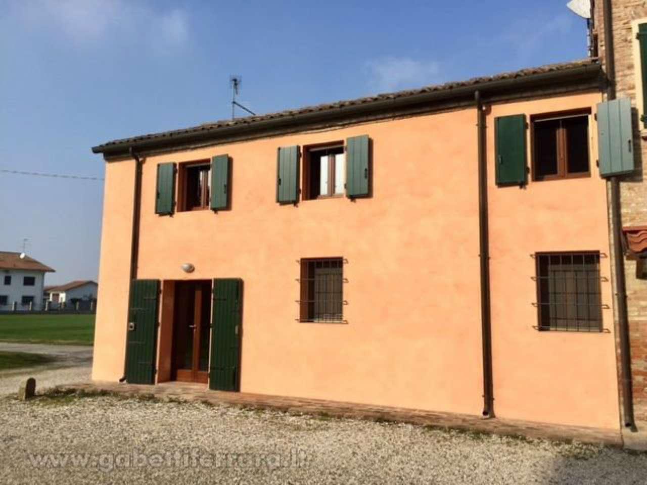 Casa indipendente quadrilocale in vendita a Ferrara (FE)