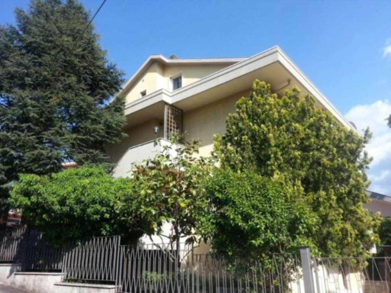 Villa in vendita a Pescara, 6 locali, prezzo € 450.000   Cambio Casa.it
