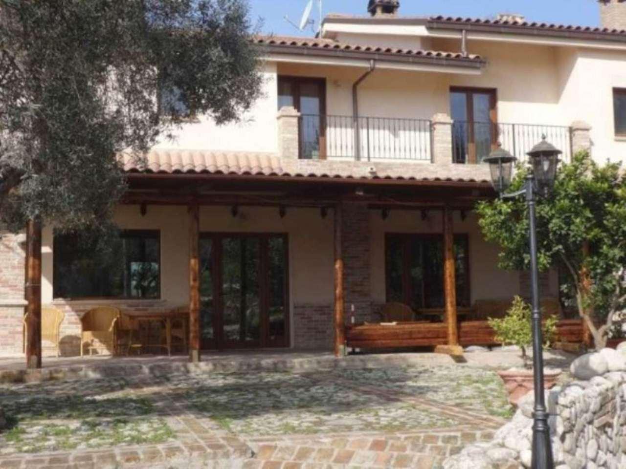 Villa in vendita a Cepagatti, 5 locali, Trattative riservate | Cambio Casa.it