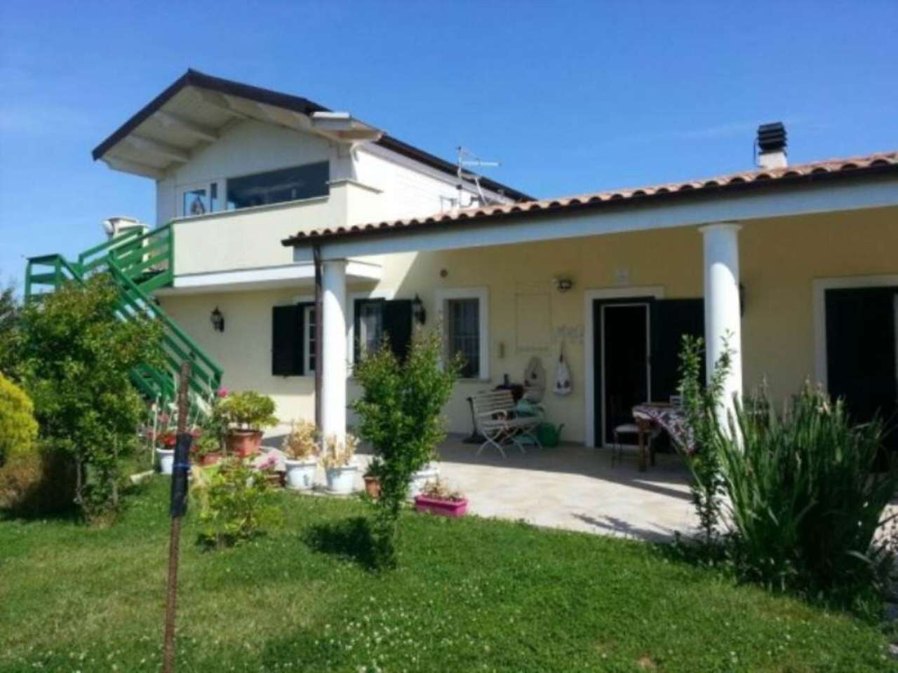 Villa in vendita a Città Sant'Angelo, 5 locali, Trattative riservate | Cambio Casa.it