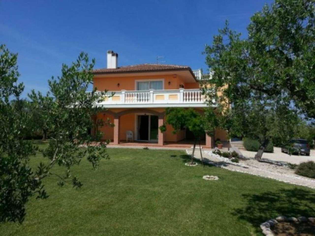 Villa in vendita a Città Sant'Angelo, 6 locali, Trattative riservate | Cambio Casa.it