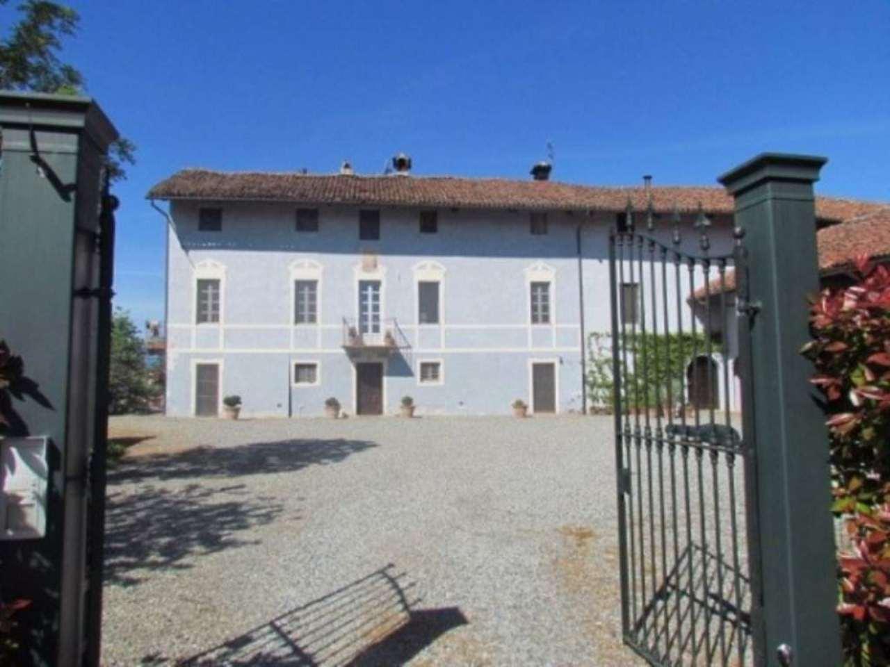 Palazzo / Stabile in Vendita a Savigliano