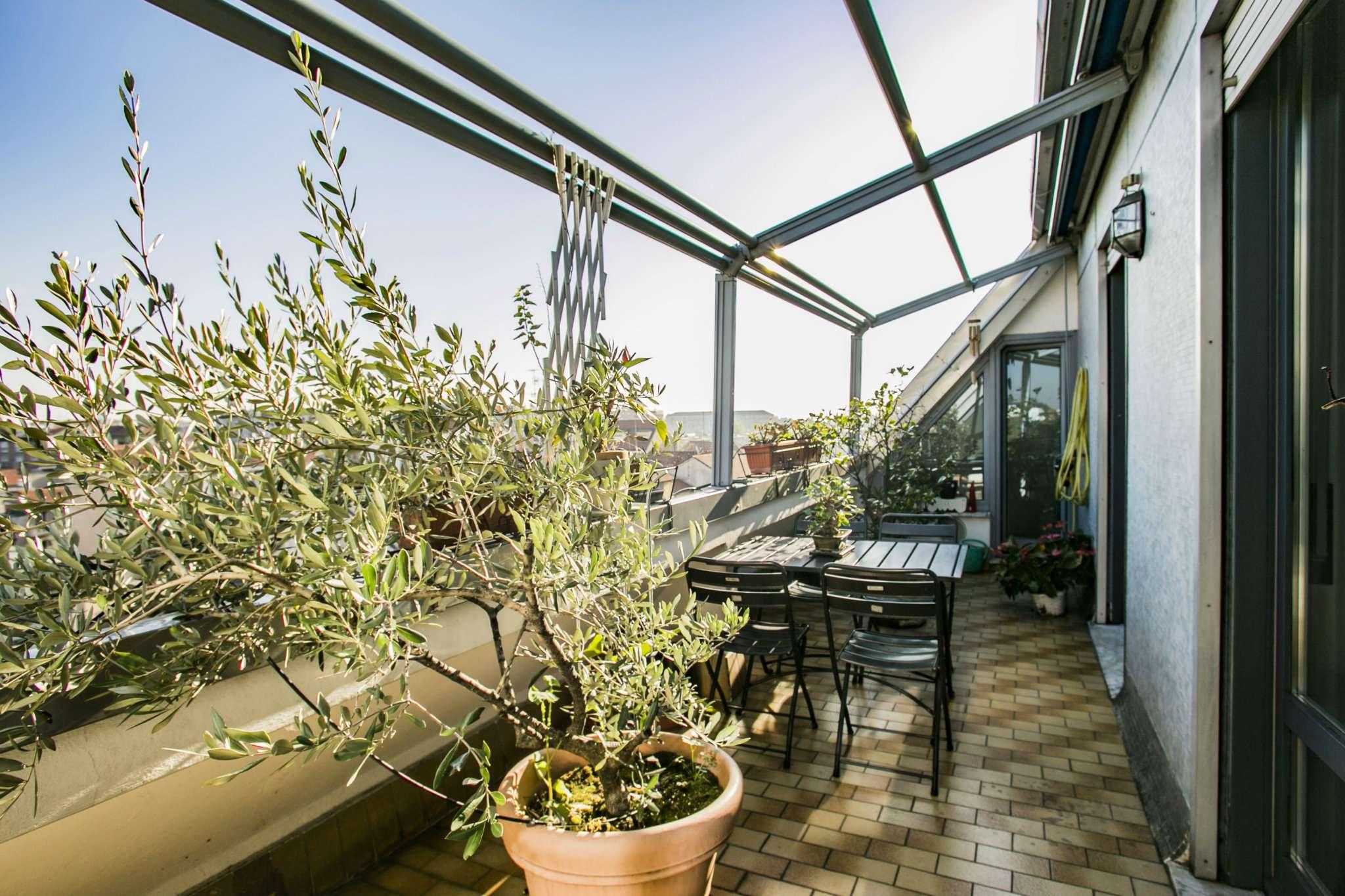 Appartamento in vendita 4 vani 145 mq.  via mamiani Milano