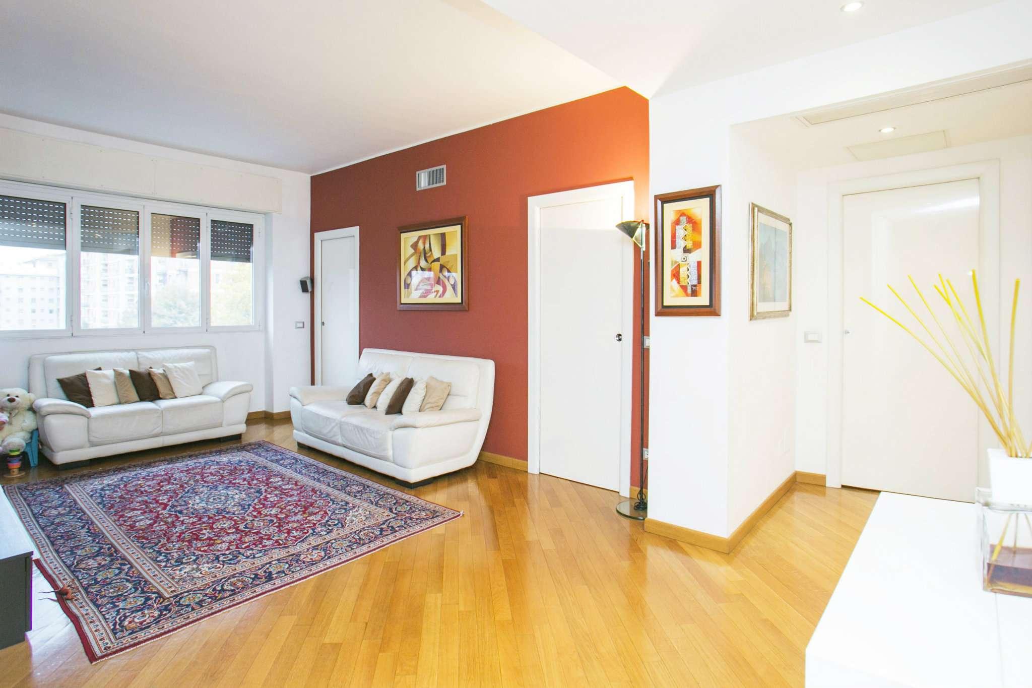 Appartamento in vendita 3 vani 90 mq.  via Don luigi Orione Milano