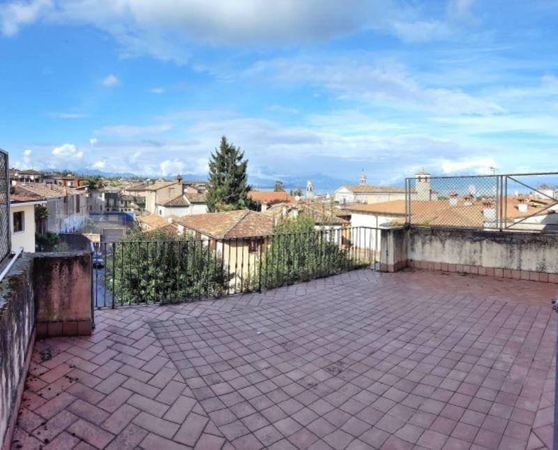Palazzo / Stabile in vendita a Desenzano del Garda, 6 locali, prezzo € 800.000   Cambio Casa.it