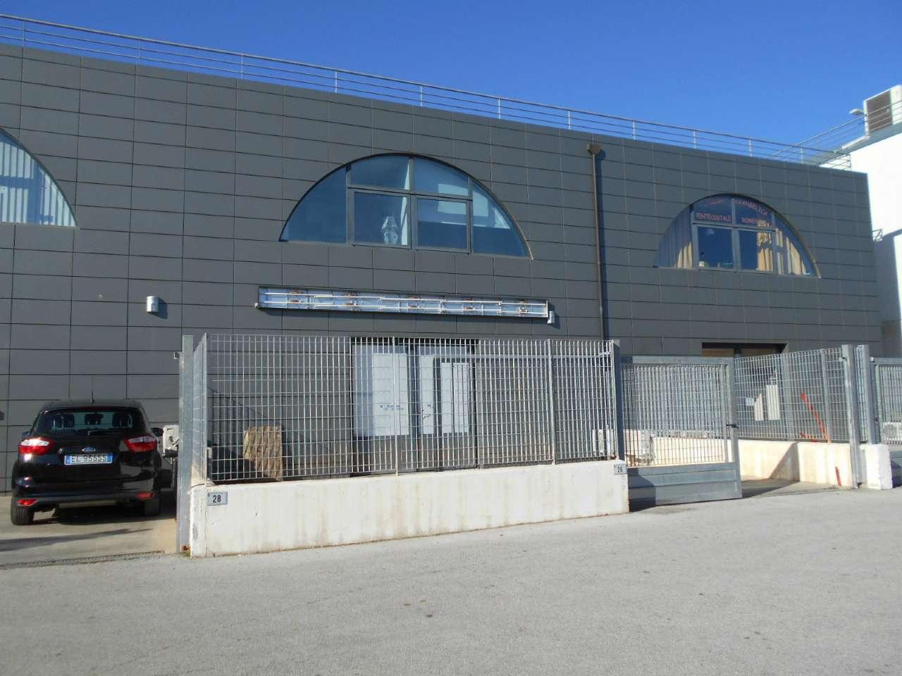 Laboratorio in vendita a Latina, 4 locali, prezzo € 175.000   Cambio Casa.it