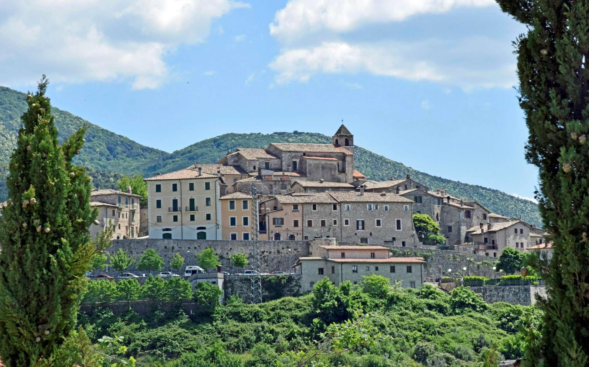 Villa in vendita a Cottanello, 7 locali, prezzo € 189.000 | CambioCasa.it