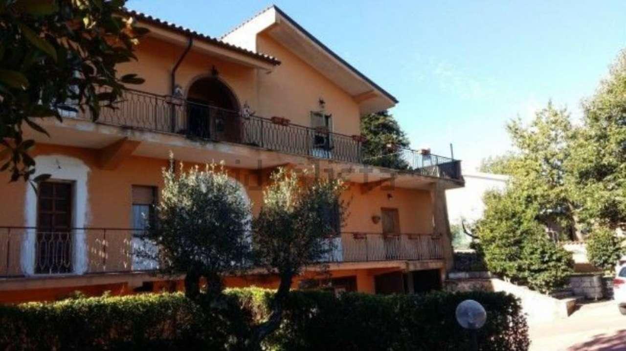 Appartamento in vendita a Rocca di Papa, 4 locali, prezzo € 199.000 | CambioCasa.it