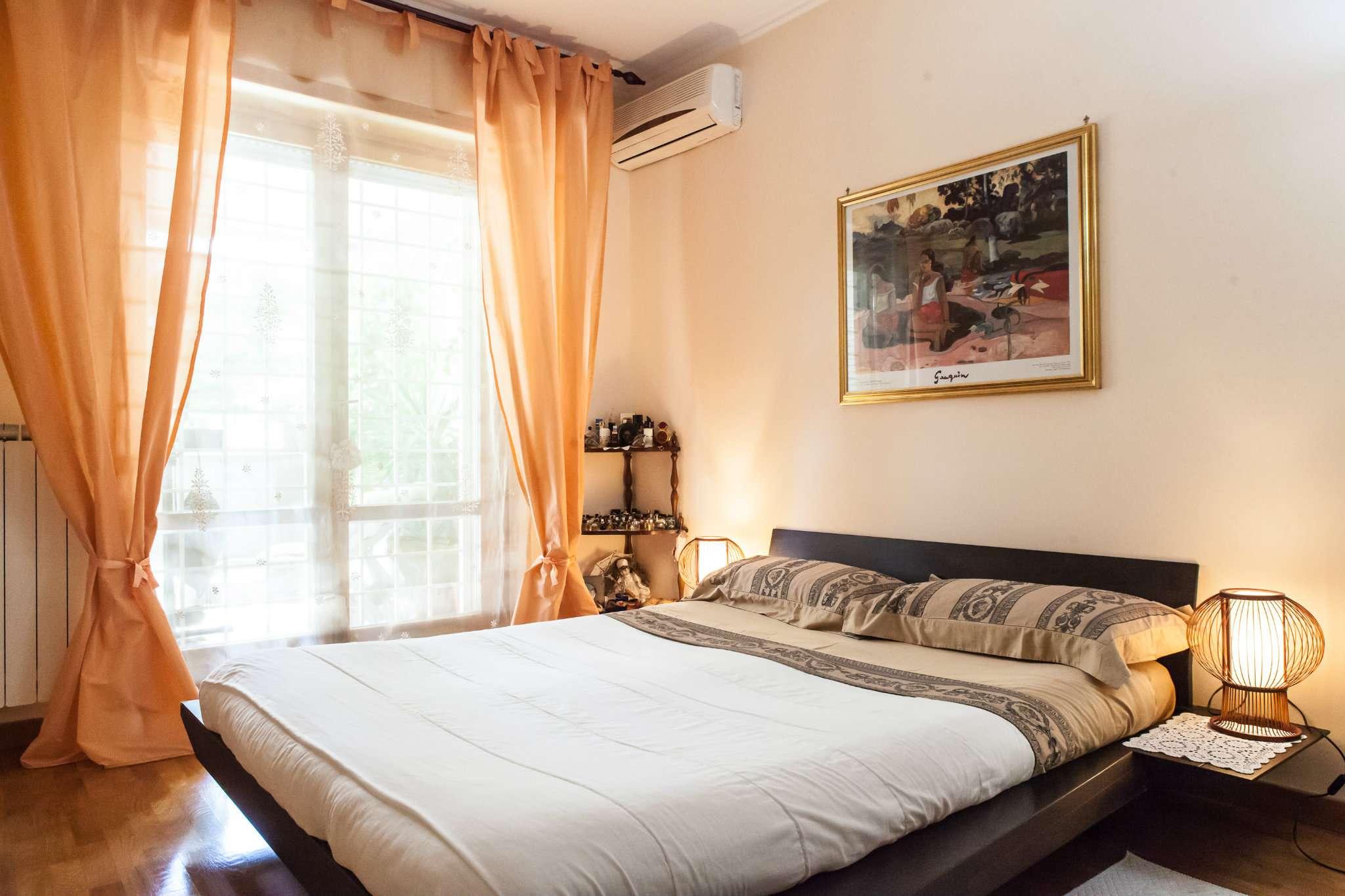 Appartamento in vendita 3 vani 90 mq.  via Trasaghis Roma