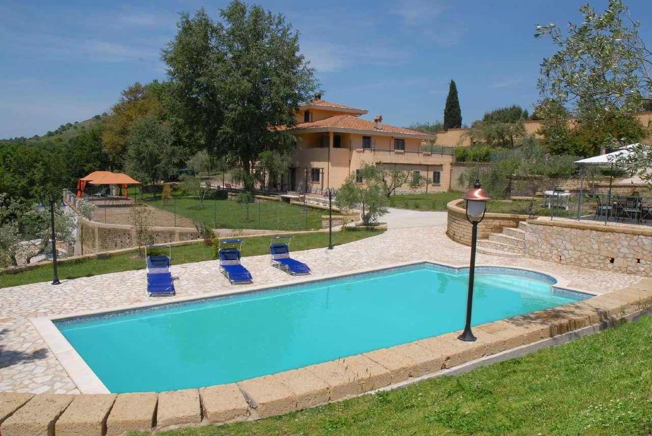 Villa in vendita a Campagnano di Roma, 16 locali, prezzo € 740.000 | CambioCasa.it