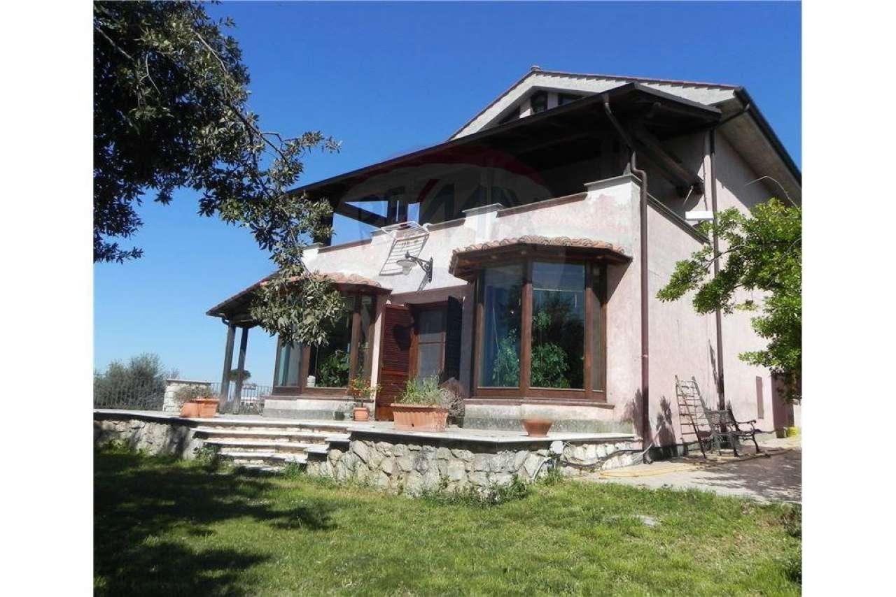 Villa in vendita a Palombara Sabina, 10 locali, prezzo € 780.000 | CambioCasa.it