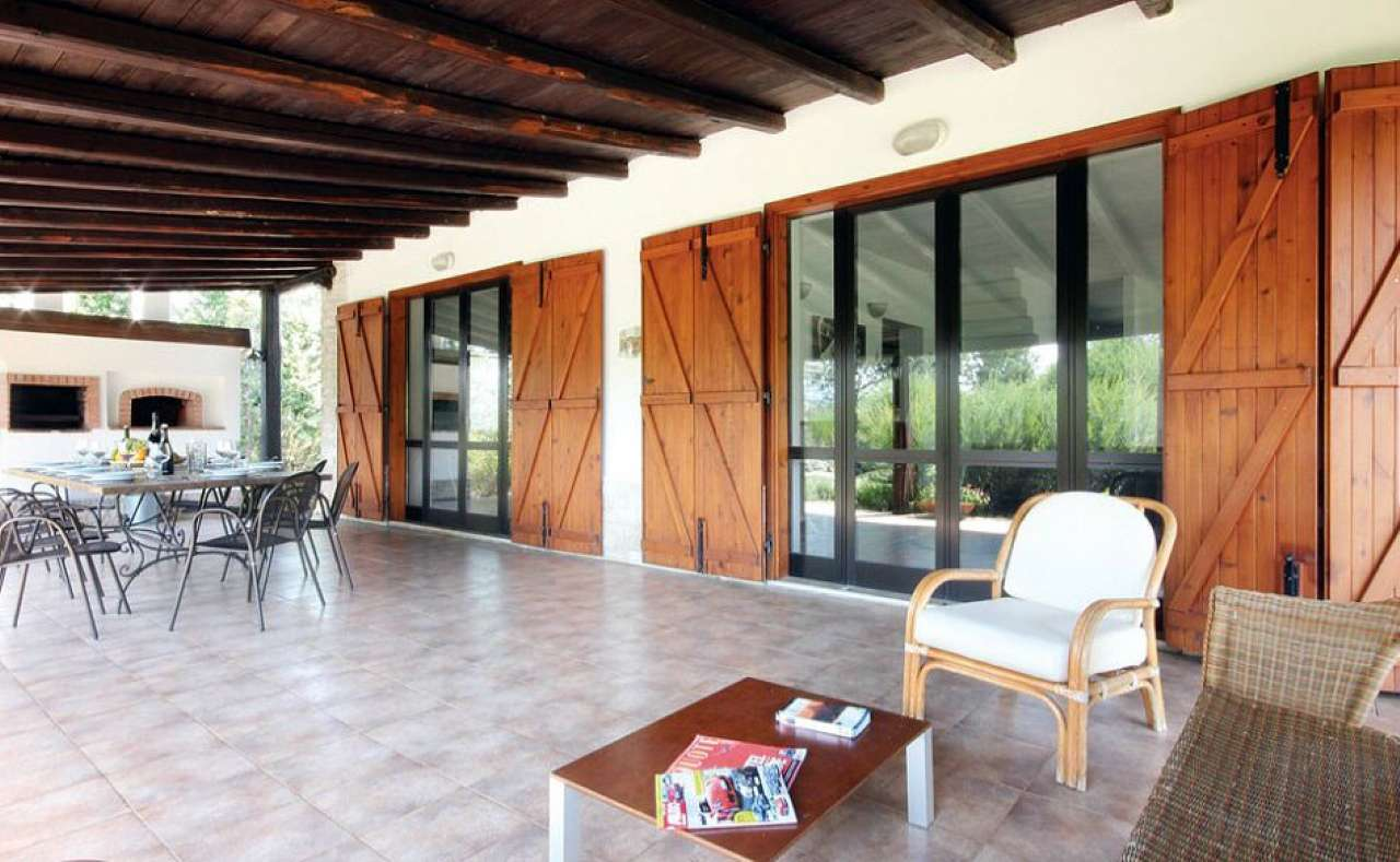 Villa in vendita a Paliano, 10 locali, prezzo € 569.000 | CambioCasa.it