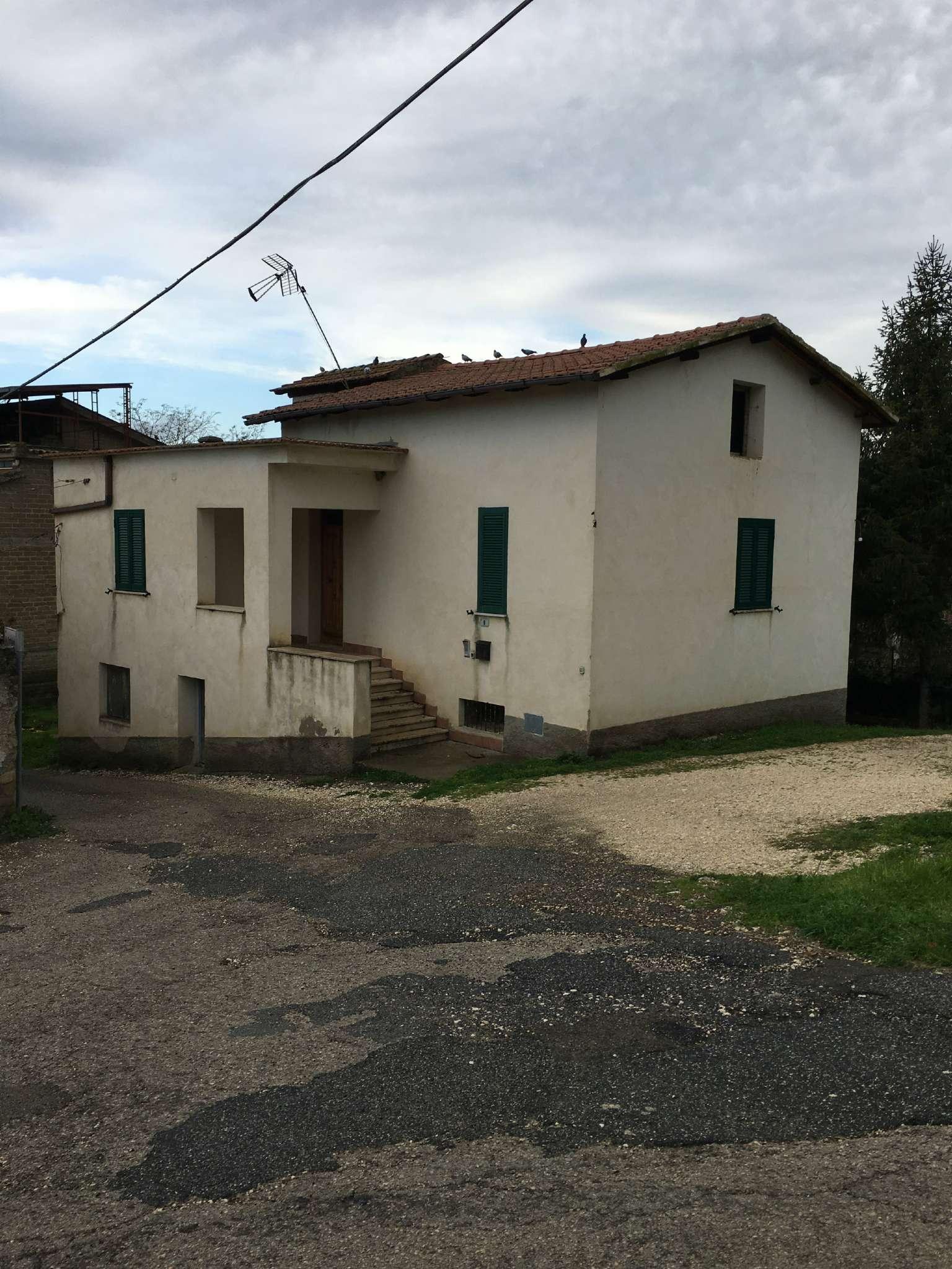 Casa indipendente 5 locali in vendita a Fara in Sabina (RI)