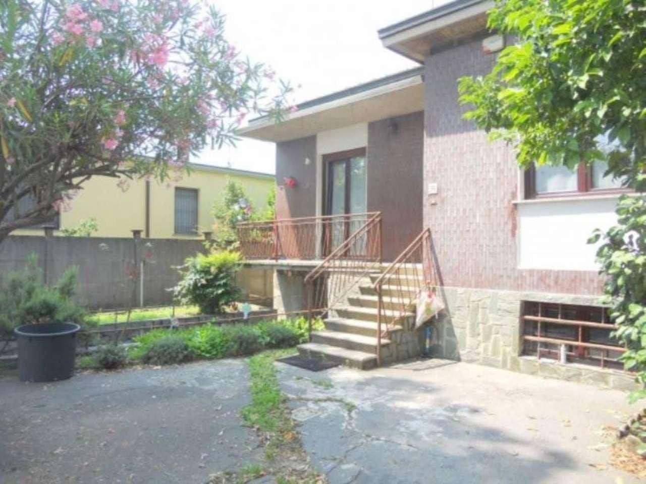Villa in vendita a Brugherio, 3 locali, prezzo € 360.000 | Cambio Casa.it