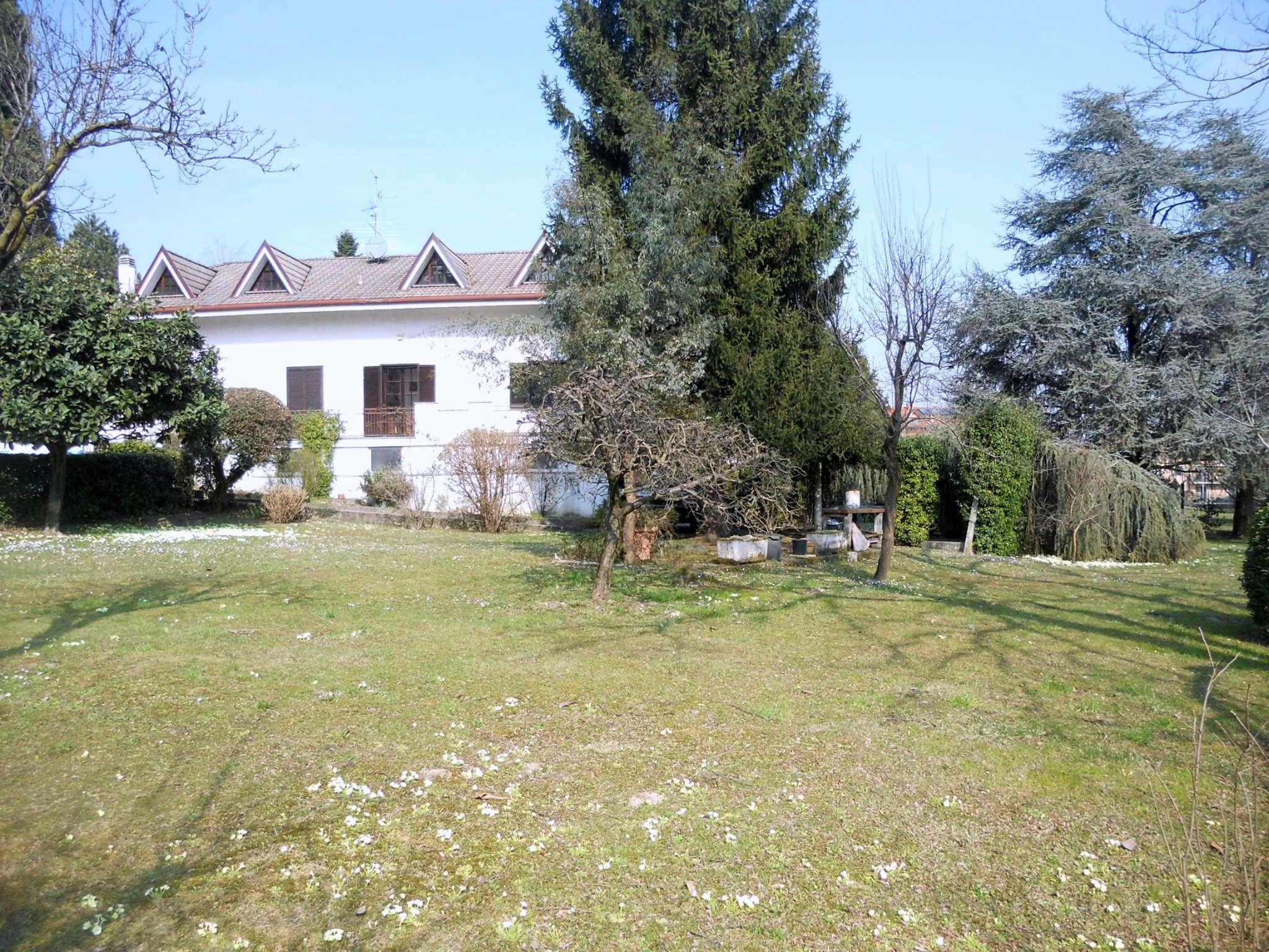 Villa in vendita a Lurago d'Erba, 6 locali, prezzo € 650.000 | Cambio Casa.it