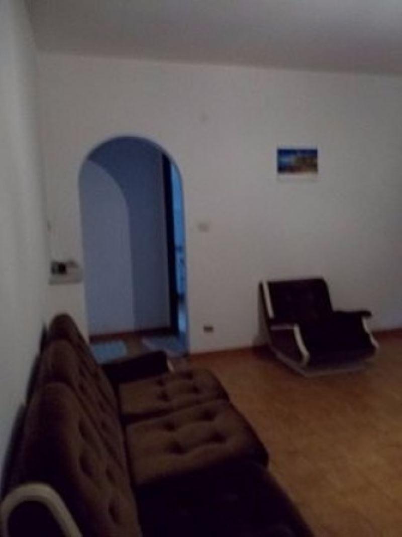 Appartamento in affitto a Genova, 5 locali, prezzo € 500   Cambio Casa.it