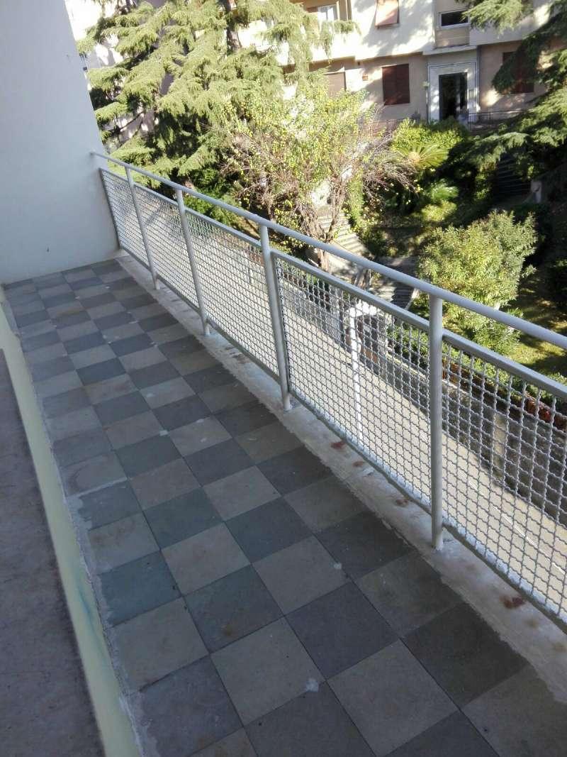 Appartamento in affitto a Genova, 7 locali, zona Zona: 3 . Boccadasse-Sturla, prezzo € 850 | Cambio Casa.it