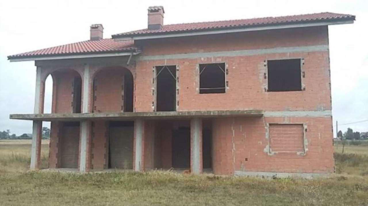 Villa in vendita a Cuneo, 6 locali, prezzo € 190.000 | Cambio Casa.it