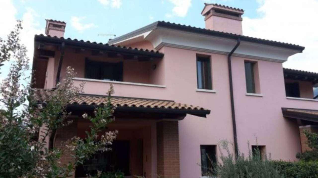 Villa in vendita a Schio, 6 locali, prezzo € 330.000 | Cambio Casa.it
