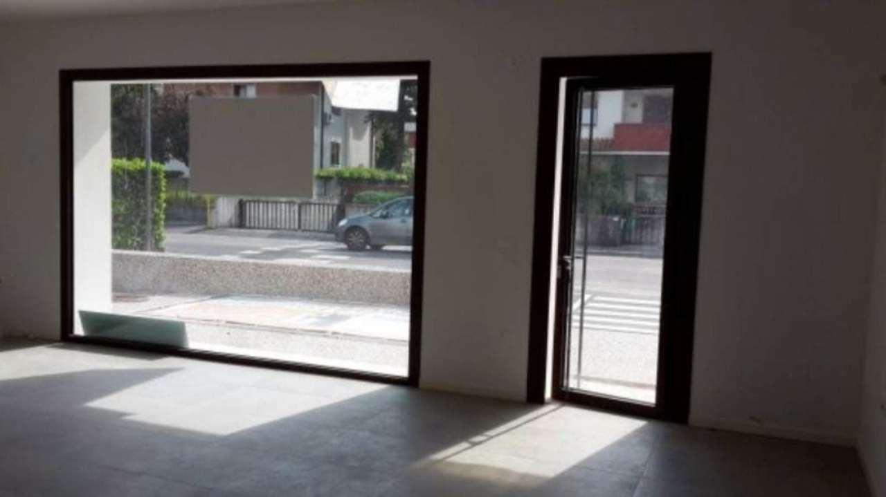 Negozio / Locale in affitto a Schio, 5 locali, prezzo € 900 | Cambio Casa.it