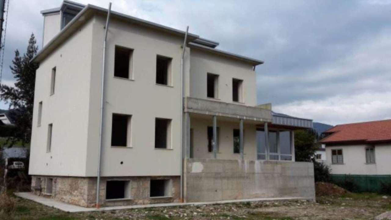 Villa in vendita a Schio, 6 locali, prezzo € 360.000 | CambioCasa.it