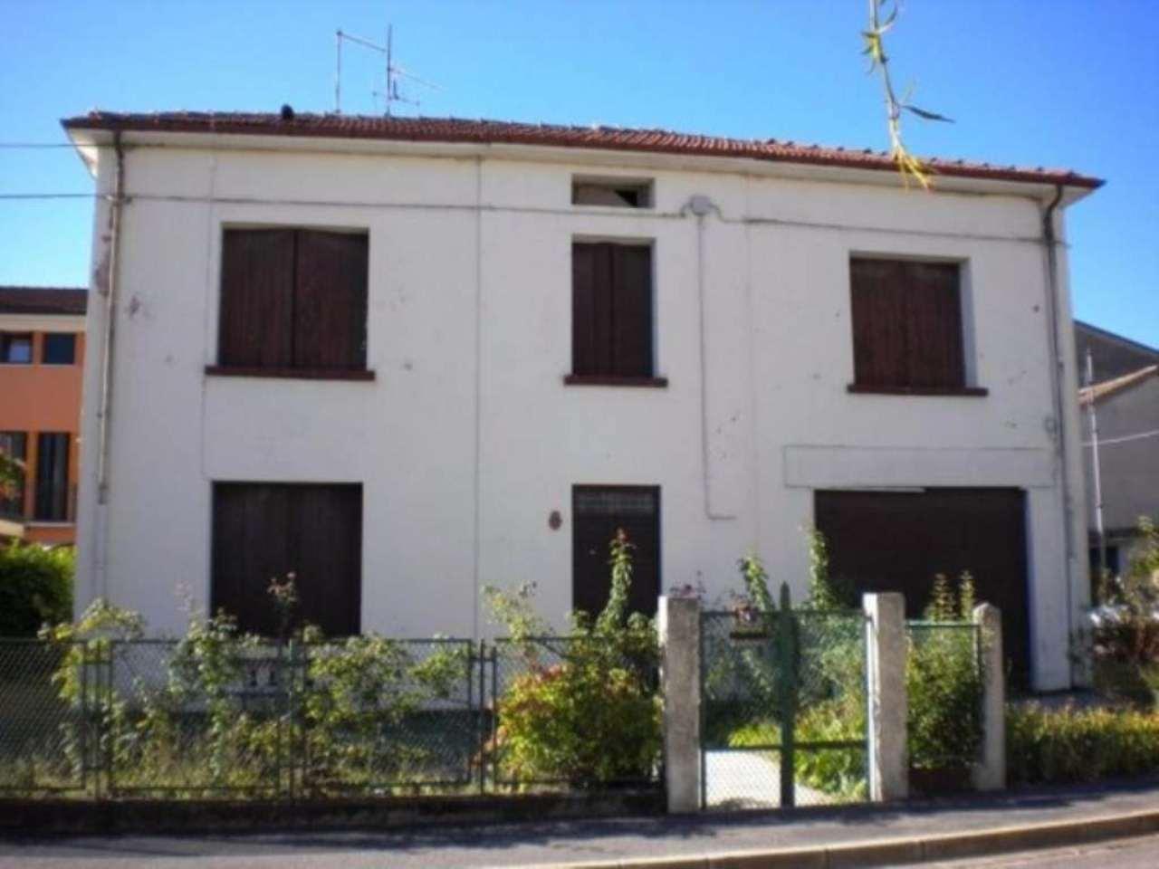 Villa in vendita a Schio, 6 locali, prezzo € 160.000 | CambioCasa.it