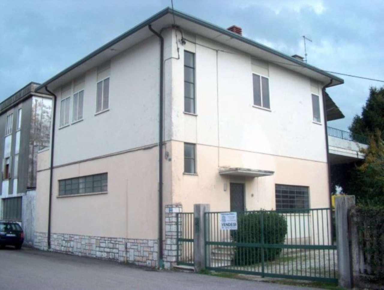 Villa in vendita a Schio, 6 locali, prezzo € 179.000 | Cambio Casa.it