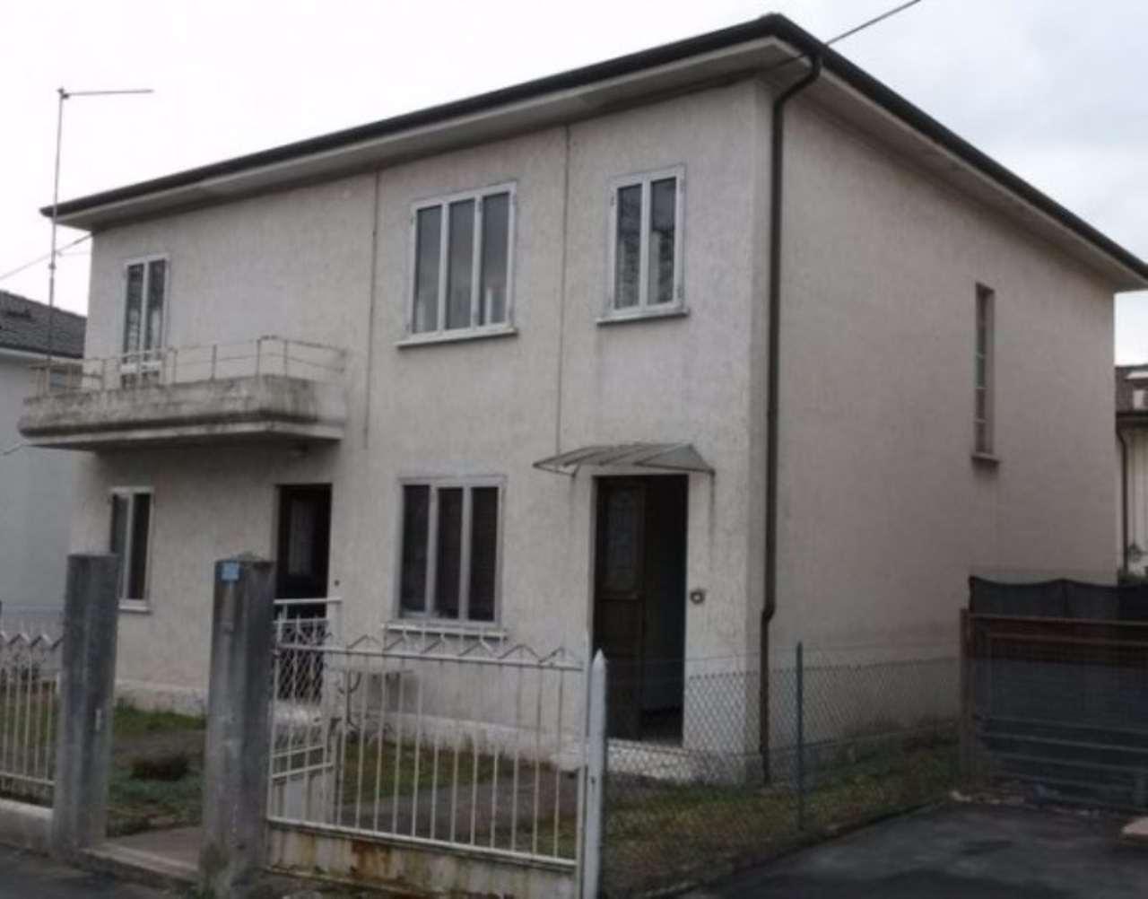 Villa in vendita a Schio, 6 locali, prezzo € 148.000 | CambioCasa.it