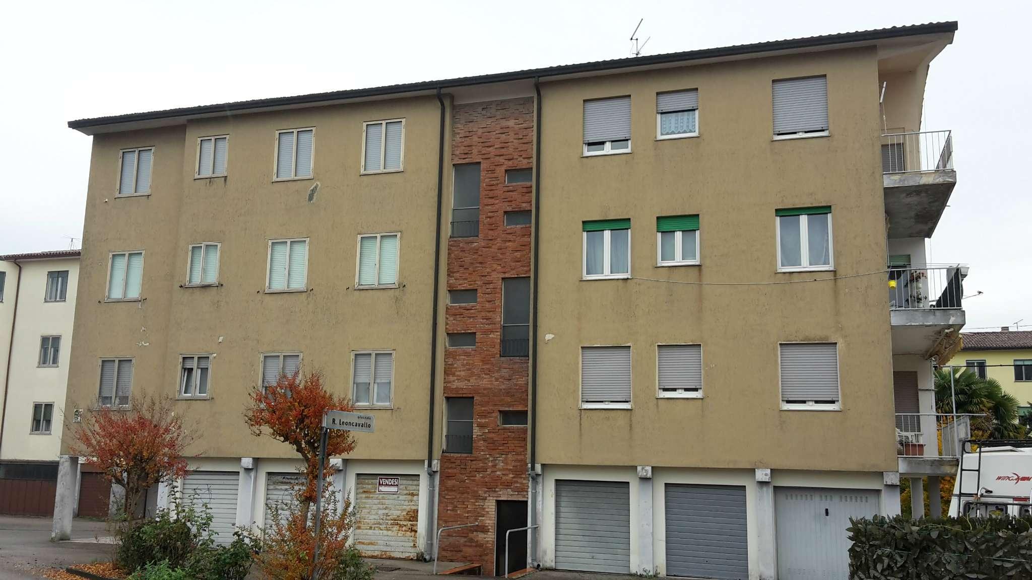 Appartamento in vendita a Schio, 6 locali, prezzo € 59.000 | Cambio Casa.it