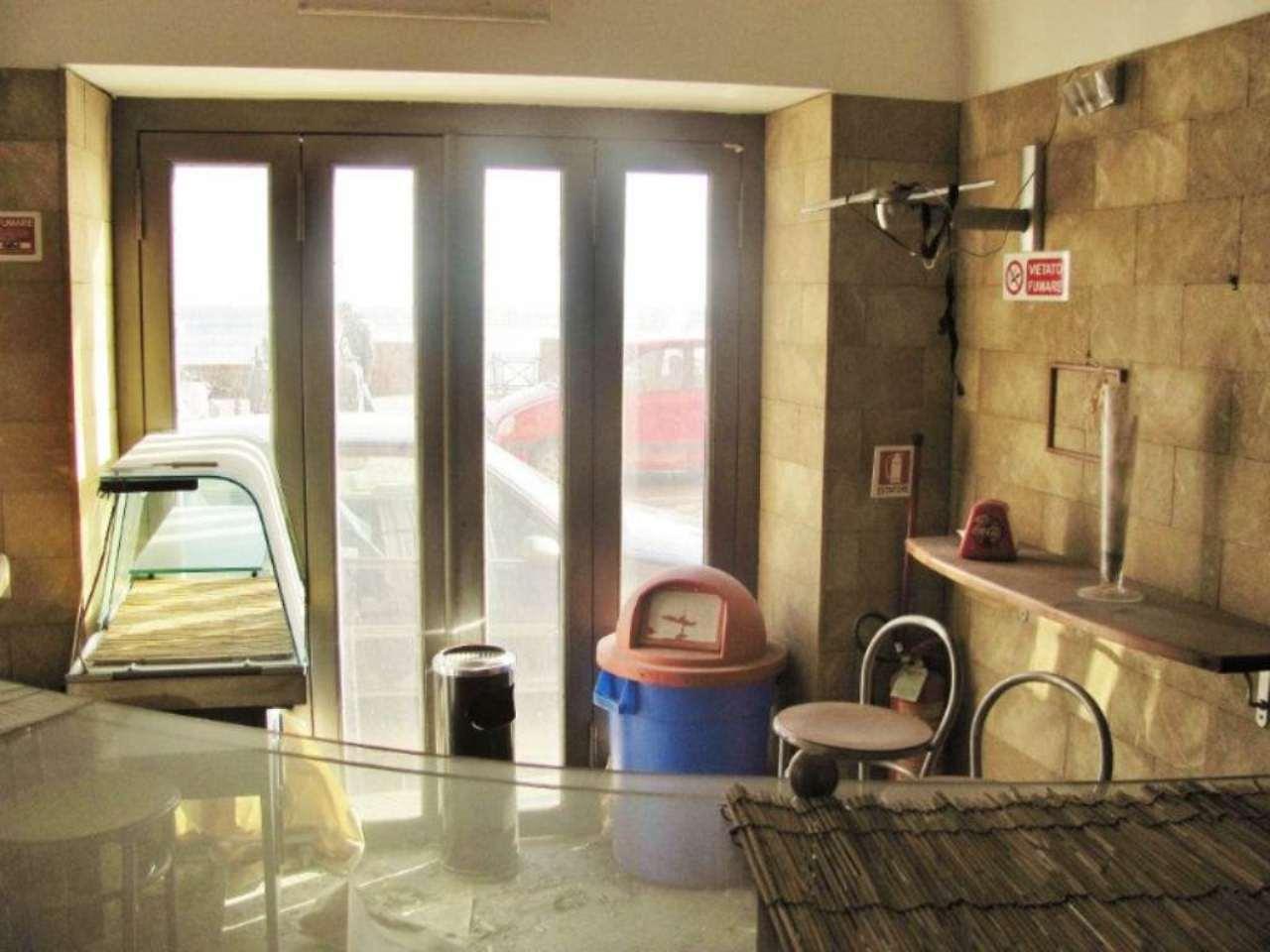 Negozio / Locale in affitto a Pozzuoli, 2 locali, prezzo € 600 | Cambio Casa.it