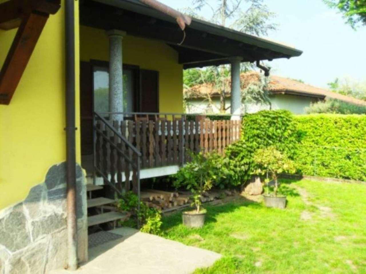 Villa in vendita a Morazzone, 5 locali, prezzo € 315.000 | Cambio Casa.it