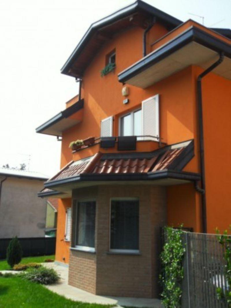 Villa in vendita a Carnago, 5 locali, prezzo € 295.000 | Cambio Casa.it