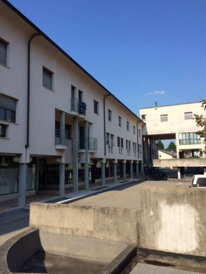 Appartamento in vendita a Azzate, 3 locali, prezzo € 118.000 | CambioCasa.it