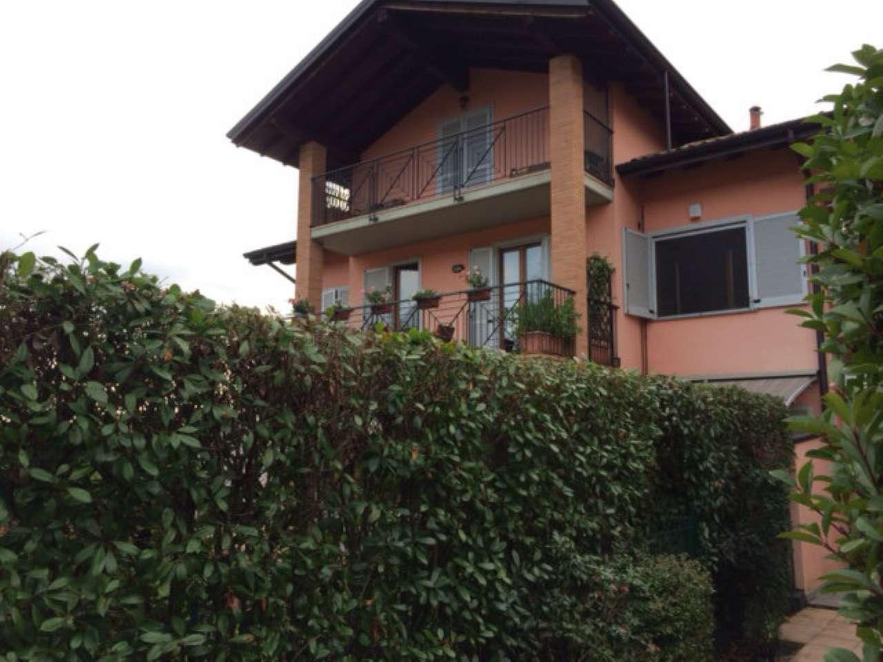 Appartamento in vendita a Castronno, 3 locali, prezzo € 178.000 | CambioCasa.it