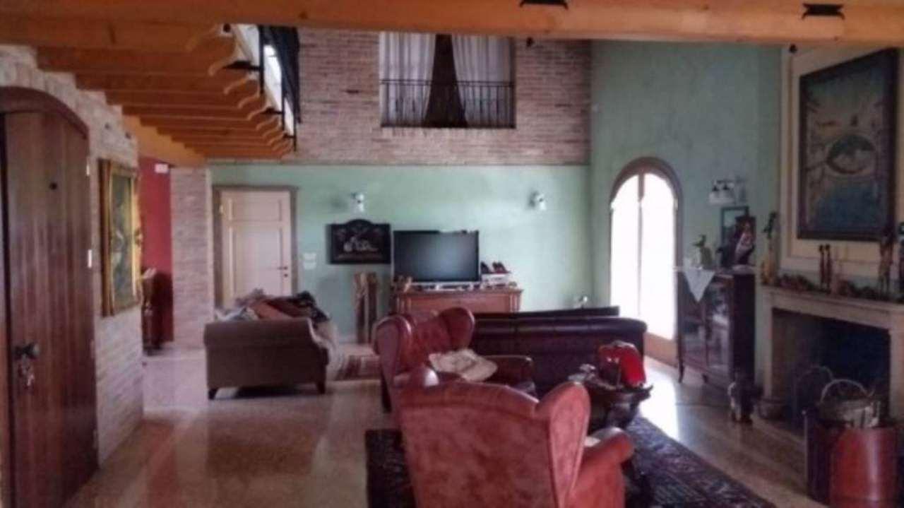 Villa in vendita a Grantorto, 5 locali, prezzo € 600.000   Cambio Casa.it