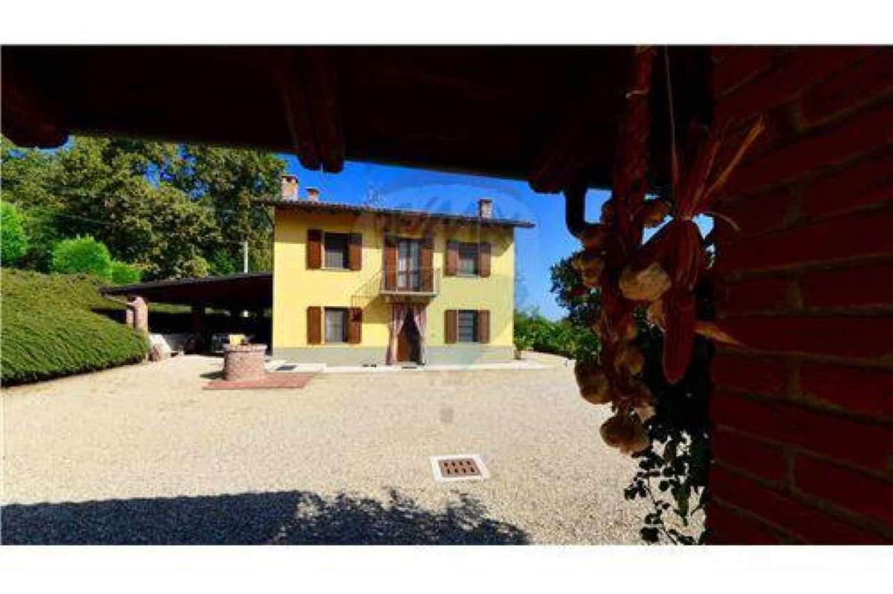 Villa in vendita a Rocchetta Tanaro, 7 locali, prezzo € 495.000 | CambioCasa.it