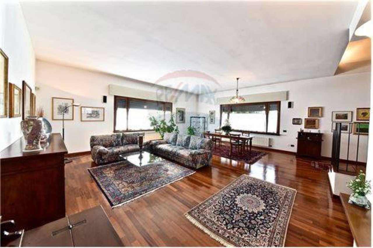Villa in vendita a Parabiago, 4 locali, prezzo € 550.000 | CambioCasa.it